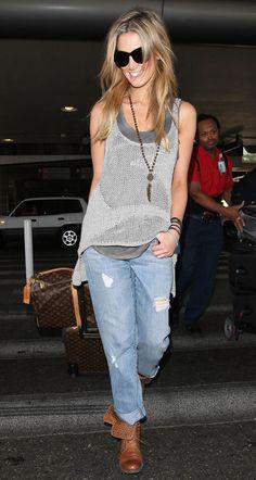 Delta Goodram - Slouchy jeans, perfect for travel! Denim Fashion, Boho Fashion, Womens Fashion, Airport Style, Airport Chic, Airport Fashion, Street Fashion, Street Style Summer, Types Of Fashion Styles