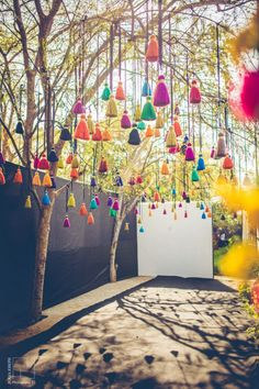 Bunte Hochzeitsdekoration decoration ideas for festivals Wedding Decor Photo tassel decor Summer Party Decorations, Indian Wedding Decorations, Indian Decoration, Stage Decorations, Indian Wedding Theme, Desi Wedding Decor, Indian Wedding Planning, Wedding Mandap, Garden Decoration Party
