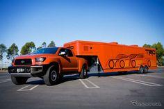 【 】 SEMA08 Toyota Tundra... Levando o reboque gigante