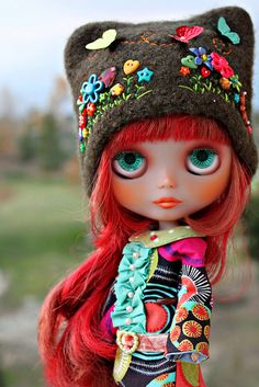 I got a LPS Blythe doll for Christmas (thanks!)  I love this hat:)