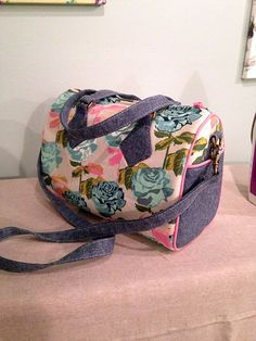 I had a fun one day sew-along in the Swoon Patterns Group on Facebook, making the small sized Blanche Barrel Bag. Compiled it all into this tutorial for easy future reference. If you are making the Medium or Large, refer to the pattern instructions for the correct measurements for that size. Step 1) Prepping First, …