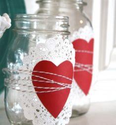 Easy DIY Valentine cake doily mason jar luminaries // Egyszerű szívecskés mécsestartó befőttesüvegből csipkés tortapapírral // Mindy - craft tutorial collection // #crafts #DIY #craftTutorial #tutorial