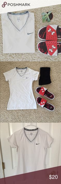 🆕 White nike short sleeve top Nike pro top thin fabric stretchy. Very comfortable and soft. Nike Tops Muscle Tees
