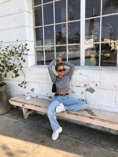 Weekend Outfit Inspo Style Ideas jeans And A Top Casual Brunch Street Style Saturday Morning Top Knot Inspo Mode Outfits, Trendy Outfits, Fall Outfits, Fashion Outfits, Fashion Trends, School Outfits, Fashion Tips, Look Skater, Easy Style