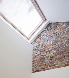 Could do a face brick section at the top of the stairs to the loft.  Karina: Seite zum nachbar brickwork lassen und weisseln