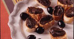 Crostini de tapenade maisonVoir la recette des Crostini de tapenade maison >> French Food, French Toast, Cheesecake, Appetizers, Snacks, Breakfast, Sweet, Desserts, Spreads