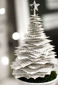 Tannenbaum basteln: 30 kreative DIY Ideen für Weihnachtsbasteln pequena árvore de natal de papel craft home Tabletop Christmas Tree, Noel Christmas, Diy Christmas Gifts, Christmas Projects, Simple Christmas, Christmas Ornaments, Christmas Music, Paper Christmas Trees, Xmas Trees