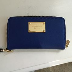 MK Wallet/Wristlet Perfect condition, bought it off here brand new. I only used it for a couple weeks. Decided I want something bigger. Open to any prices! Michael Kors Bags Wallets