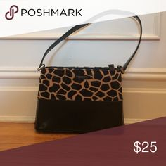 Faux Kate Spade Shoulder Bag Giraffe Print Shoulder bag. Gently used. In great condition. Perfect for the fall. No trades. No PayPal. Price up for negotiation. Faux Kate Spade Bags Shoulder Bags