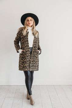 Animal print coat from Dressed Touché. The perfect winter coat for the fashion forward woman. New Fashion, Womens Fashion, Fall Fashion, Professional Outfits, Animal Print Dresses, Coat Dress, Size Model, Winter Coat, Autumn Winter Fashion
