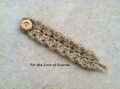 Renee's Cuff: Hemp Bracelet - free crochet pattern. Crochet Bracelet Pattern, Crochet Jewelry Patterns, Crochet Accessories, Scarf Patterns, Crochet Crafts, Crochet Projects, Knit Crochet, Crochet With Hemp, Wire Crochet