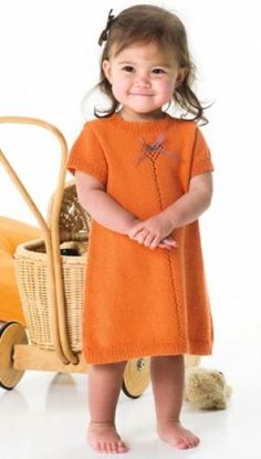 simple knitted child's dress Knitting For Kids, Baby Knitting, Crochet Baby, Knit Baby Dress, Knitted Baby Cardigan, Baby Barn, Princess Outfits, Baby Shirts, Baby Sweaters
