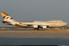 Golden evening light for the golden cargo plane. - Photo taken at Frankfurt am Main (Rhein-Main AB) (FRA / EDDF / FRF) in Germany on June Atlas Air, Cargo Aircraft, Cargo Airlines, Commercial Aircraft, Civil Aviation, Boeing 747, Aircraft Pictures, Spacecraft, Airplanes