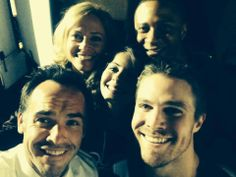 The cast that takes Season Finale selfies together...