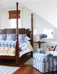 A very pretty take on a beach bedroom. Love the quilt.