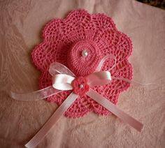 Hobby lavori femminili - ricamo - uncinetto - maglia: bomboniera cappello