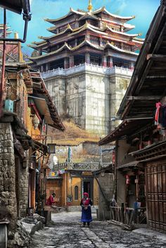 Shangri-La in Yunnan, China. Laos, Nepal, Beijing, Places To Travel, Places To See, Places Around The World, Around The Worlds, Chinese Buildings, China Architecture