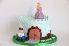 Tarta castillo con príncipe y princesa