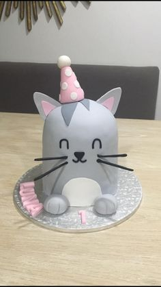 birthday kitty by Rhona Pretty Birthday Cakes, 4th Birthday Cakes, Pretty Cakes, Cute Cakes, Bird Cakes, Cupcake Cakes, Cat Cake Topper, Thomas Cakes, Cupcakes Decorados