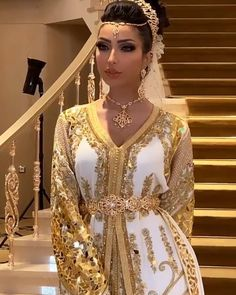 Morrocan Dress, Moroccan Bride, Moroccan Caftan, Modern Hijab Fashion, Arab Fashion, Turkish Fashion, Muslim Fashion, Royal Dresses, Modest Dresses