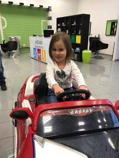 Áno! Do nášho kaderníctva chodia aj dievčatá #detskekadernictvo kadernictvo #girl #hairstyle #haircut #trnava #bratislava #kids #kidhaircut #childrens