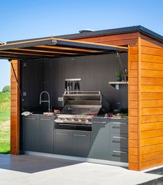 Outdoor kitchens by Stephen Graver. Bespoke and handmade kitchens in Bath, Bristol and Wiltshire. Modern Outdoor Kitchen, Build Outdoor Kitchen, Backyard Kitchen, Outdoor Cooking, Outdoor Rooms, Outdoor Kitchens, Outdoor Grill Station, Outdoor Grill Area, Outdoor Barbeque
