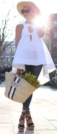 Adore this white top! not your average white top // // Atlantic-Pacific Summer Fashion Trends, Spring Summer Fashion, Spring Outfits, Look Fashion, Fashion Outfits, Womens Fashion, Fashion Design, Casual Outfits, Cute Outfits
