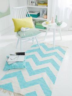 Hoy nos volvemos una blanca alfombra aburrida en un centro de atención moderno. Para ello Necesitamos: alfombra tejida blanca de algodón, 8 ..