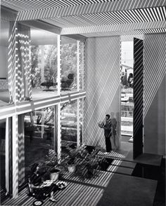 Edward Killingsworth, Case Study House #25, Naples, CA, 1962. Photograph by Julius Shulman. / The Standard Edition