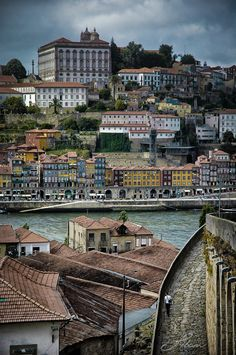 Exciting #restaurants and nightlife in both riverbanks with traditional buildings and typical neighborhoods. Porto, Portugal.