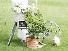 Wedding Reception: vintage bikes with posies in the baskets, or leave empty and guests can put gifts in them.