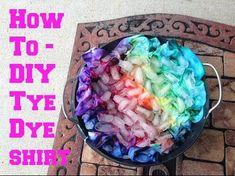 66 ideas for diy fashion projects tye dye Fête Tie Dye, Tie Dye Party, How To Tie Dye, Ice Tye Dye, Tye And Dye, Shibori, Tie Dye Blanket, Tie Dye Folding Techniques, Diy Tie Dye Shirts