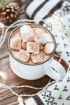 Hot cocoa with marshmallow by Edalin's Store on Creative Market Cacao chaud avec guimauve par Edalin & # s Store sur Creative Market Christmas Hot Chocolate, Hot Chocolate Recipes, Hot Chocolate With Marshmallows, Chocolate Food, Christmas Aesthetic, Mini Desserts, Aesthetic Food, Chocolates, Food Porn