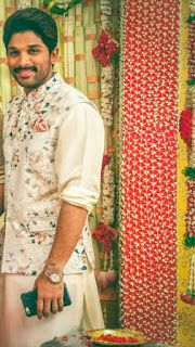 22 Stylish Mehndi Dresses for Men Mens Indian Wear, Mens Ethnic Wear, Indian Groom Wear, Indian Men Fashion, Mens Fashion Suits, Men's Fashion, Ethnic Fashion, Wedding Dresses Men Indian, Groom Wedding Dress