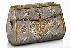 The world's oldest Handbag, made of brass and inlaid with gold and silver, the bag is the only one of its kind - which made it difficult for experts to work out what it was. Previously thought to be a work basket, document wallet, or even a saddlebag, it is now understood to be a woman's handbag made in Mosul in the 1300s, Courtlauld Gallery, via BBC. Bags Online Shopping, Discount Shopping, Online Bags, Shopping Bag, Handbag Online, Ideal Shape, Stylish Handbags, Historical Pictures, Bead Crochet