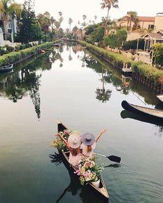Csajos programok Na, ki menne el csónakázni a barátnőkkel?