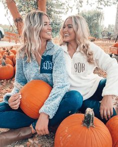 Fall Photo Shoot Outfits, Picture Outfits, Cute Fall Outfits, Picture Poses, Picture Ideas, Pumkin Patch Pictures, Pumpkin Pictures, Pumpkin Pics, Pumpkin Pumpkin