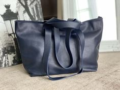 sac-cabas-cuir-bleu-marine-grainé (4) Bleu Marine, Leather Backpack, Bucket Bag, Backpacks, Bags, Nice Purses, Italian Leather, Leather Products, Hand Made