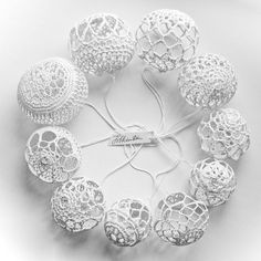 A set of white knitted Christmas decorations / Knitted Christmas Decorations, Christmas Crochet Patterns, Christmas Knitting, Xmas Decorations, Holiday Ornaments, Crochet Ball, Crochet Home, Thread Crochet, Crochet Ornaments