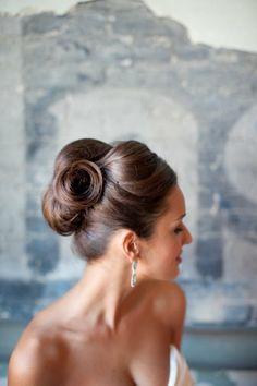 Peinado elegante para novia.