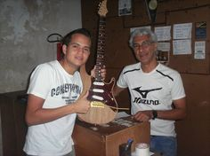 Guitarra Mozart fabricada sob encomenda modelo exclusivo!