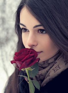~♡Fact is... we'll be hard put to find a girl who doesn't love roses... or flowers for that matter...♡~