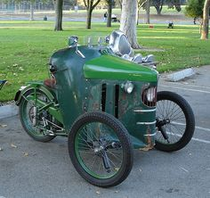 An interesting antique French trike (seen at the annual Griffith Park Sidecar Rally; credit goes to Doug Bingham of Side Strider Sidecars in California):