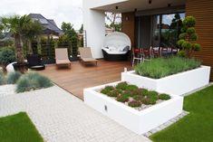 7 Beautiful Minimalist Backyard Garden Design Idea For Your Home – Design & Decor Backyard Layout, Backyard Garden Design, Terrace Garden, Back Gardens, Outdoor Gardens, White Pebble Garden, Small Gazebo, Rooftop Terrace Design, Backyard Covered Patios