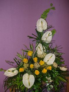 :x Bird of Paradise, Bamboo and Anthurium tropical arrangement Arte Floral, Large Flower Arrangements, May Designs, Church Flowers, Ikebana, Flower Decorations, Flower Designs, Floral Wreath, Tropical