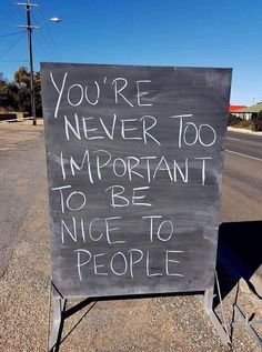 This one goes out to the people who think they're too important to be nice to people… Great Quotes, Quotes To Live By, Me Quotes, Motivational Quotes, Inspirational Quotes, Funny Quotes, Epic Quotes, Quotes Women, Career Quotes