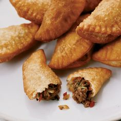 Recipe for Mini Panamanian Beef Empanadas - For a flakier empanada, use leaf lard instead of butter.Recipe for Mini Panamanian Beef Empanadas - For a flakier empanada, use leaf lard instead of butter. Wine Recipes, Mexican Food Recipes, Cooking Recipes, Easy Recipes, Tapas Recipes, Snack Recipes, Panamanian Food, Venezuelan Food, Gastronomia