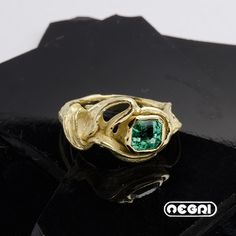 Anello in Oro Giallo con Smeraldo  Gold Ring with Emerald