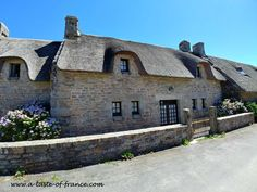 Kerascoet photo gallery pictures of this hidden village in Brittany. Brittany France, Amazing Places, The Good Place, Photo Galleries, Old Things, Mansions, House Styles, Gallery, Pictures