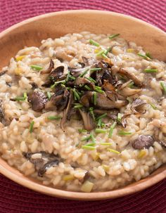 Mixed Mushroom Risotto with Porcini Broth, Leek & Chives Oyster Mushroom Recipe, Mushroom Risotto, Mushroom Recipes, Rice Dishes, Pasta Dishes, Main Dishes, How To Cook Leeks, Healthy Eating Tips, Healthy Recipes